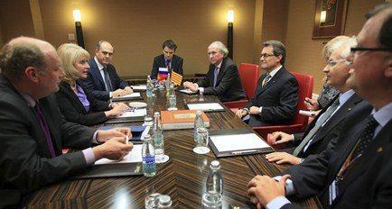 El president Mas i el conseller Mena durant la reunió amb la vi