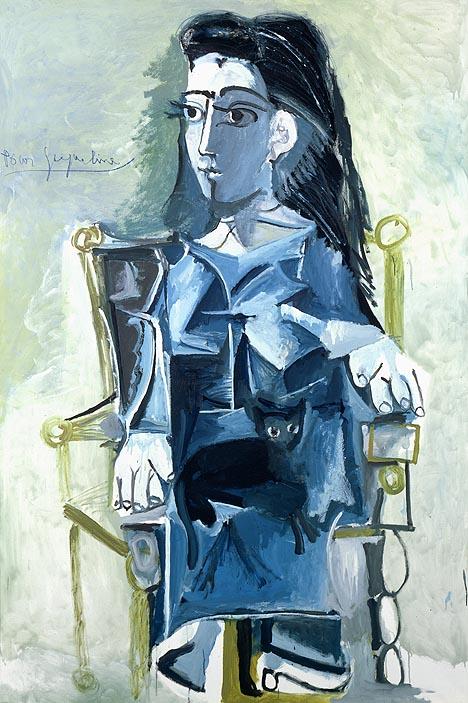 Jacqueline asseguda en una butaca