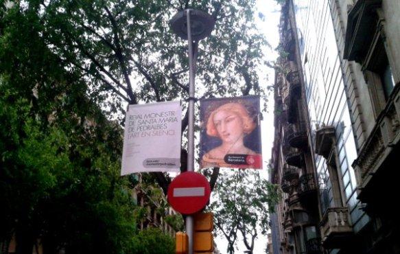 Banderoles publicitàries de Pedralbes al carrer Pau Claris